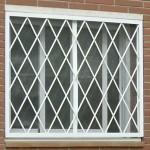 Reja fija para ventana, instalada en un domicilio particular.